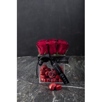 Grace Şeffaf Kutuda Çikolatalı Canlı Kırmızı Gül